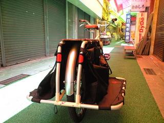 コザ十字路の御用聞き:配達用の自転車