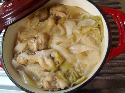 ざく切りキャベツと玉ねぎと鶏手羽元の塩スープ : へっぽこ ...