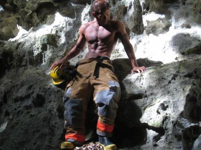 肉体美でチャリティー参加「沖縄消防士カレンダー2013」 経済 ...